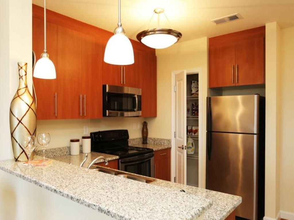 ... Kitchen   Granite Countertops And Sinks