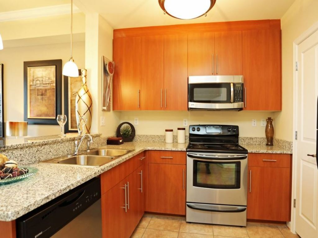 Kitchen And Bath Cabinets On Belmont